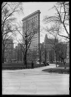 The Flatiron Building (Fuller Building), seen from Madison Square Park, New York City, 1905.