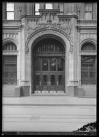 Entrance to the United States Realty Building, 115 Broadway, New York City, 1913.