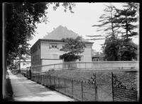 Friends Meeting House (built 1669), Flushing, Queens, New York City, 1900.