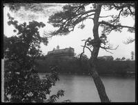 Unidentified inn seen from Orchard Point, New York (?), 1894.