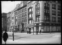 Fifth Avenue between 30th Street  and 31st Street, New York City, 1905.