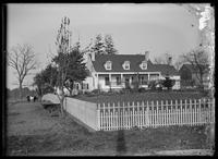 Unidentified old Dutch farmhouse, Jamaica, Queens, New York City, 1903.