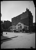 Old Grapevine Tavern at Sixth Avenue and Eleventh Street, New York City, 1913.