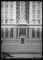 Front entrance of the Emigrant Industrial Savings Bank building, Chambers Street, New York City, 1913.