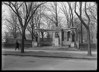 The Richard Morris Hunt Memorial, Fifth Avenue at E. 71st Street, New York City, undated (ca. 1901-1919).