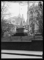 Alexander Hamilton's tomb in Trinity Church Cemetery, New York City, 1906.