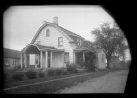 Flatlands: [Johannes Remsen House, 3 Remsen Place, east side of Kings Highway south of Church Avenue, 1922.]