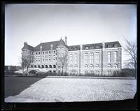 American Museum of Natural History, north side of West 77th Street, New York City, late 1890.