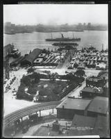 Manhattan: High-angle shot of Jeannette Park, the South Street docks, and the East River, 1909.