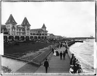 Brooklyn: Brighton Beach Hotel and boardwalk, undated.