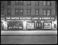 Wide view of the United Electric Light & Power Company window display at W. 138th Street and Hamilton Place, New York City, December 17, 1914.