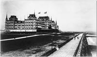 Brooklyn: the Oriental Hotel and boardwalk, Manhattan Beach, undated (ca. 1905). High-angle shot.
