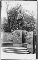 Manhattan: David G. Farragut monument in Madison Square, undated [ca. 1905].