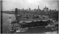 Manhattan: view of the East River piers just north of the Brooklyn Bridge (including Recreation Pier), Manhattan side, 1913. Manhattan side of the Brooklyn Bridge and Lower Manhattan skyline visible.