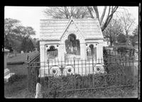 East Hampton, Long Island: [memorial sculpture for Lion Gardiner in unidentified cemetery, undated.]