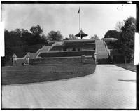 Brooklyn: Revolving soldiers' monument at top of hill, Fort Greene Park, undated (ca. 1900).