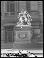 America' statue outside the Custom House, New York City, ca. 1912.