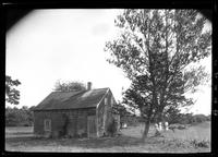 Amagansett / Wainscott, Long Island: [small unidentified wood-shake house, undated.]