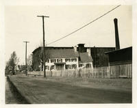 Newtown: 80 Weisse Avenue (Dry Harbor Road) at the LIRR crossing, 1923.