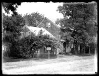 Unidentified house on a dirt road, Savannah, Georgia or Jacksonville, Florida, undated, (ca. 1920).