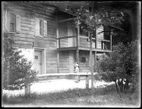 Unidentified children (probably Virginia Bjorkman and William Bjorkman) standing in front of Kearney House, Palisades Interstate Park, New Jersey, (ca. 1930-1935).