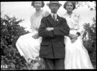 Portrait of Fritz E. Bjorkman and two unidentified young women, undated (ca. 1910).