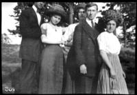 Fritz E. Bjorkman, an unidentified young man and three unidentified young women, undated (ca. 1910-1913).