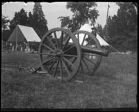 A gun of the Astor Battery, sham battle, [possibly Van Cortlandt Park, Bronx, N.Y.], 1898.