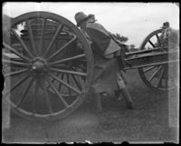 Moving a gun, sham battle, [possibly Van Cortlandt Park, Bronx, N.Y.], June 15, 1901.