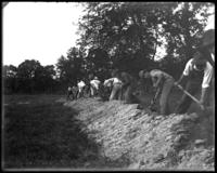 Laborers grading the ground, New York Zoological Gardens [the Bronx Zoo], Bronx, N.Y., 1899.