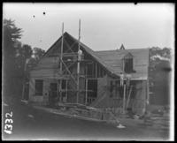 House under construction, New York Zoological Gardens [the Bronx Zoo], Bronx, N.Y., 1899.