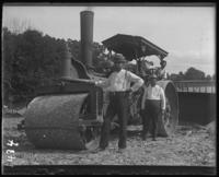 Workmen posed with a steamroller, New York Zoological Gardens [the Bronx Zoo], Bronx, N.Y., 1899.