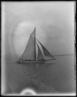 Yacht in the Hudson River off Locust Grove, Poughkeepsie, N.Y., [c. 1898].