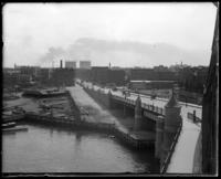 Carriages on the Willis Avenue Bridge ramp, Harlem River, New York City, undated [c. 1901-1910].