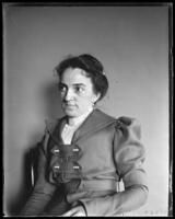 Carrie [Mrs. George E. Stonebridge], Bronx, N.Y., undated [c. 1897-1900].