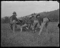 Men of the Second Battery preparing a gun, State Camp (Camp Smith), Peekskill, N.Y., September 5-7, 1903.