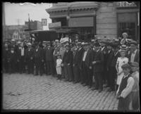 Unidentified crowd, Bronx, N.Y. [?], undated, [c. 1900-1905?].