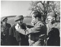 General Kukiel with Paratroopers (Scotland)